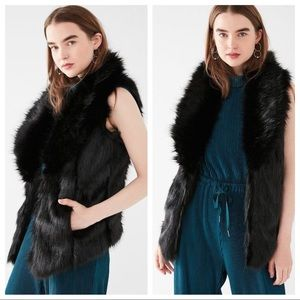 🆕NWT Urban Outfitters faux fur vest w/ collar